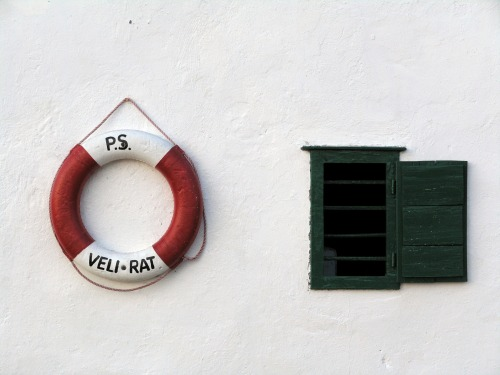 Wayfinding and Typographic Signs - lighthouse-veli-rat-signage