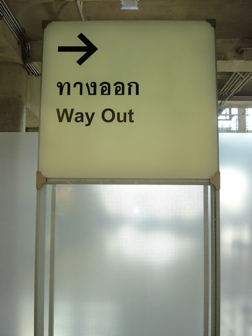 Wayfinding and Typographic Signs - cphan-wayout-airport-bangkok