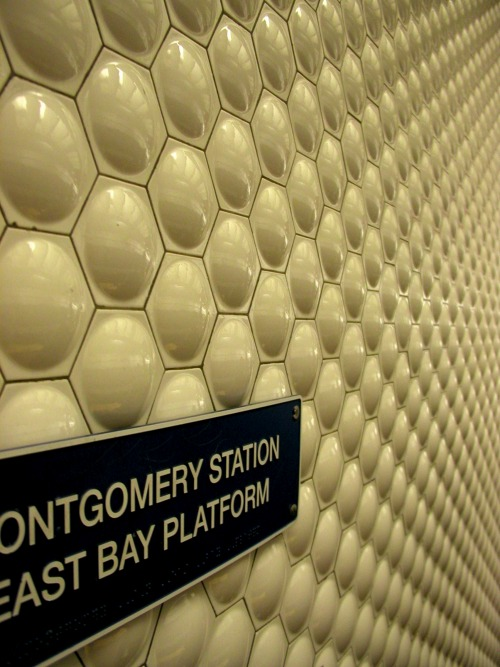 Wayfinding and Typographic Signs - san-francisco-typeand-texture