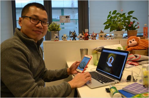 Saber Zou testing mobile websites at Logic Design headquarters