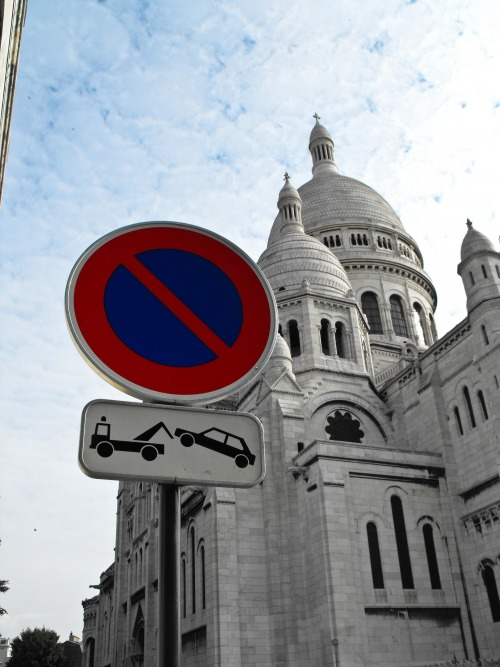 Wayfinding and Typographic Signs - sacre-coeur-paris-france