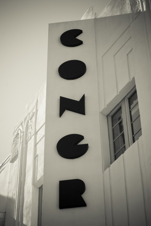 Wayfinding and Typographic Signs - art-deco-miami-beach--congress