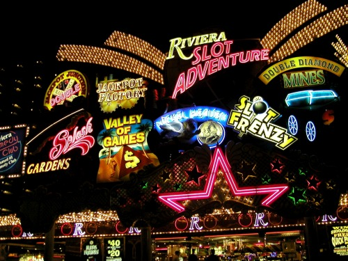 Wayfinding and Typographic Signs - las-vegas-lights