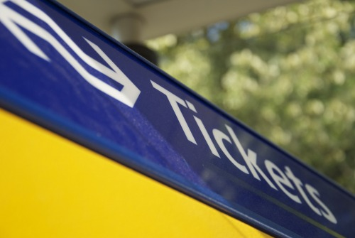 Wayfinding and Typographic Signs - ns-ticket-machine