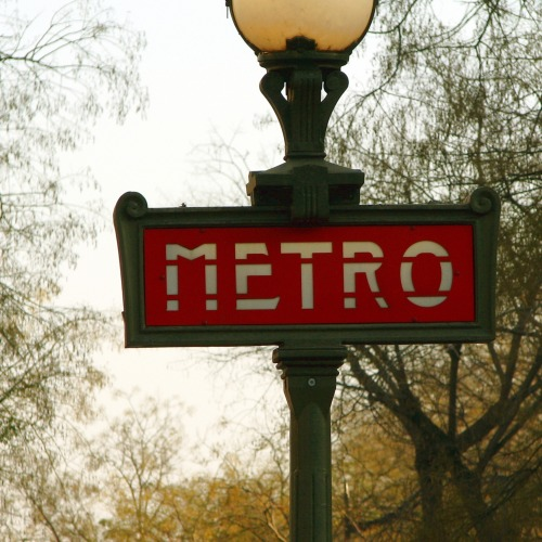 Wayfinding and Typographic Signs - metro-sign-in-paris