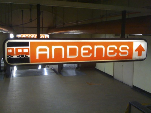 Wayfinding and Typographic Signs - mexico-city-auditorios-subway-sign