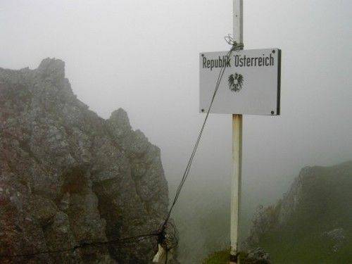 Wayfinding and Typographic Signs - austria-border
