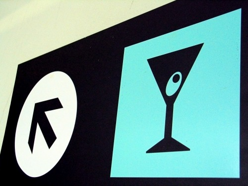 Wayfinding and Typographic Signs - queretaro-airport-bar
