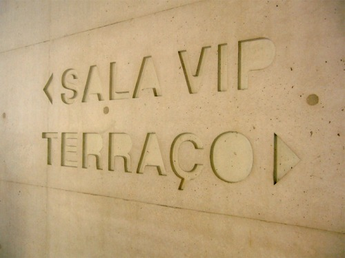 Wayfinding and Typographic Signs - salavip