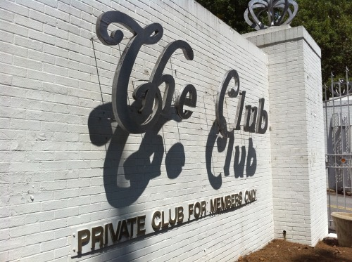 Wayfinding and Typographic Signs - the-club