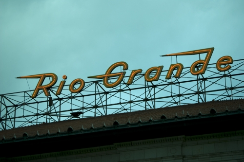 Wayfinding and Typographic Signs - rio-grande