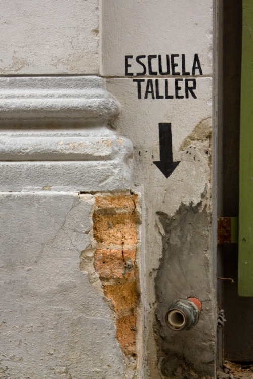Wayfinding and Typographic Signs - escuella-taller