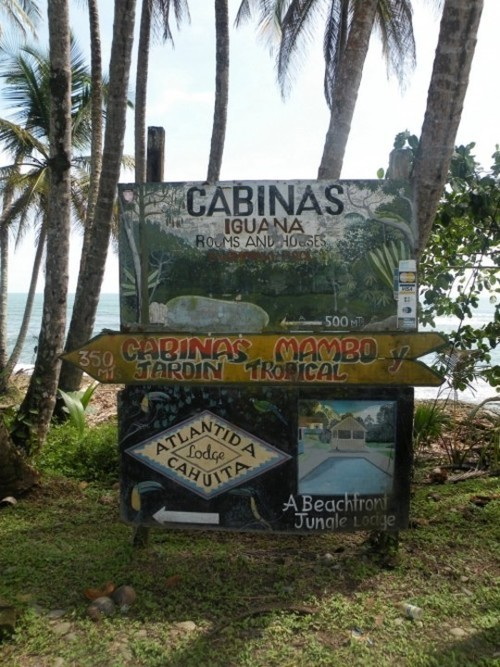 Wayfinding and Typographic Signs - grunge-typo-costa-rica-2