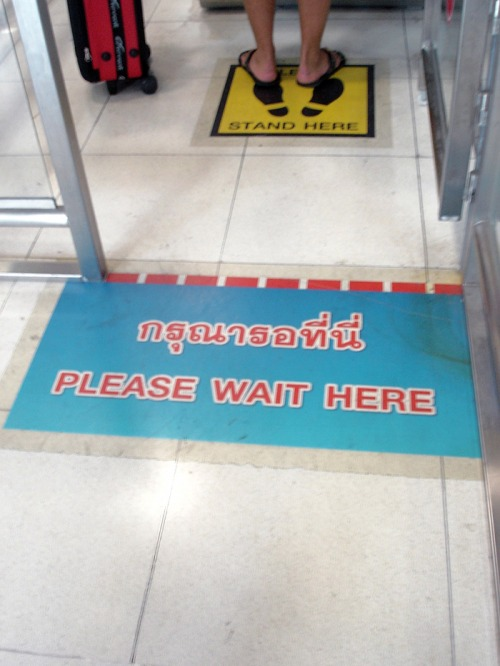 Wayfinding and Typographic Signs - cphan-please-wait-airport-bangkok