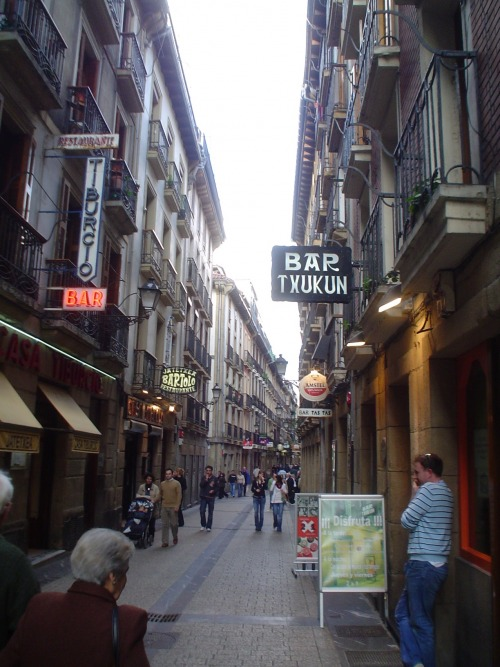Wayfinding and Typographic Signs - san-sebastian-street-signals