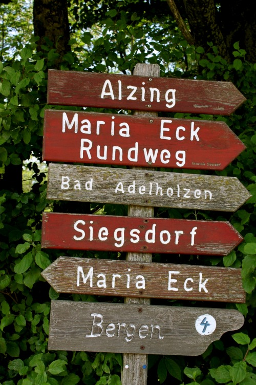 Wayfinding and Typographic Signs - sign-in-the-mountains