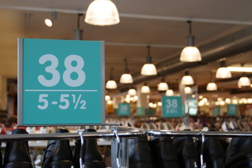Wayfinding and Typographic Signs - shoestore-label
