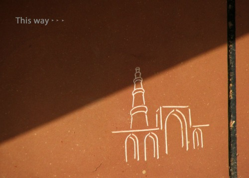 Wayfinding and Typographic Signs - way-to-qutub-minar