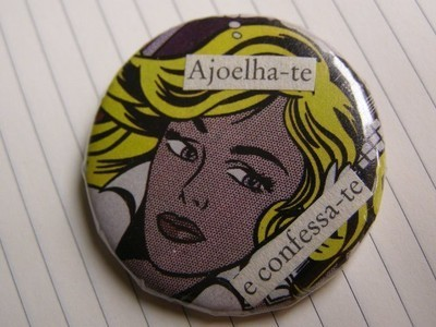 Pins, Badges and Buttons - ajoelha