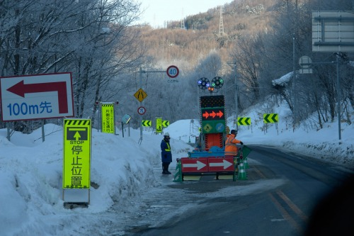 Wayfinding and Typographic Signs - japanese-roadworks-in-snow-country