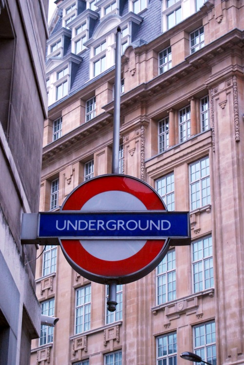 Wayfinding and Typographic Signs - london-underground