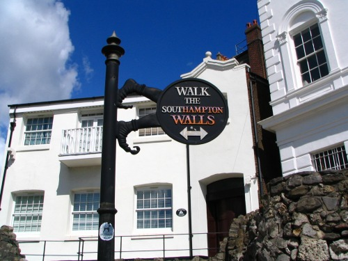Wayfinding and Typographic Signs - walk-the-southampton-walls