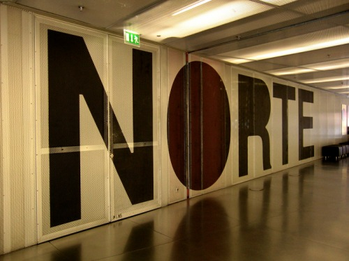 Wayfinding and Typographic Signs - norte