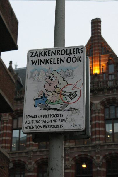 Wayfinding and Typographic Signs - beware-of-pickpockets-in-amsterdam