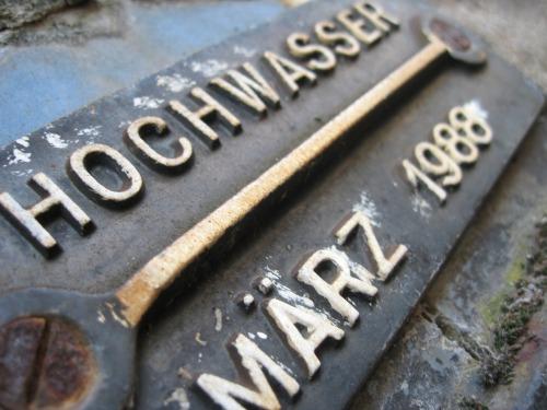 Wayfinding and Typographic Signs - hochwasser-marz-1988