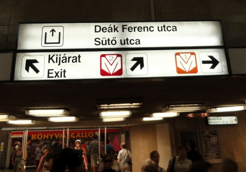 Wayfinding and Typographic Signs - changing-line