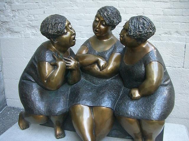 Statue of women in conversation