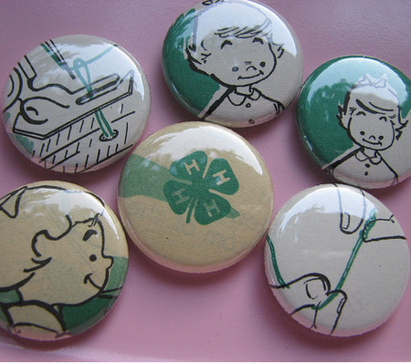 Vintage and Retro - vintage 4-H buttons