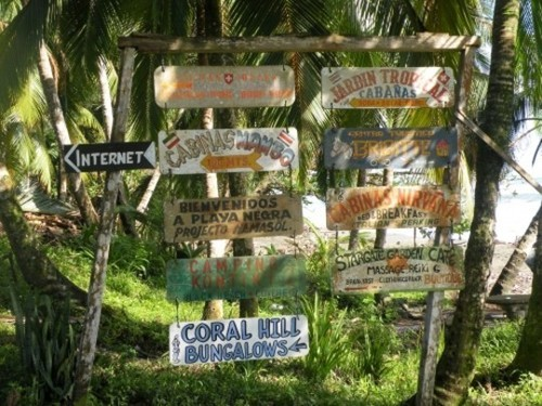 Wayfinding and Typographic Signs - grunge-typo-costa-rica-3
