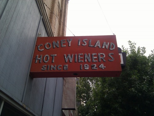 Wayfinding and Typographic Signs - hot-weiners