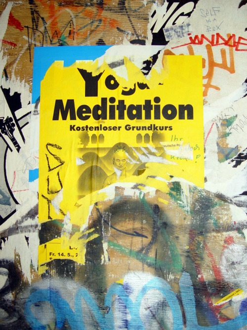 Wayfinding and Typographic Signs - yoga-meditation-plakat