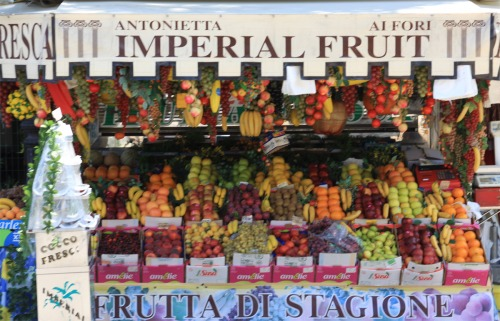 Wayfinding and Typographic Signs - fruit-stand-in-italy