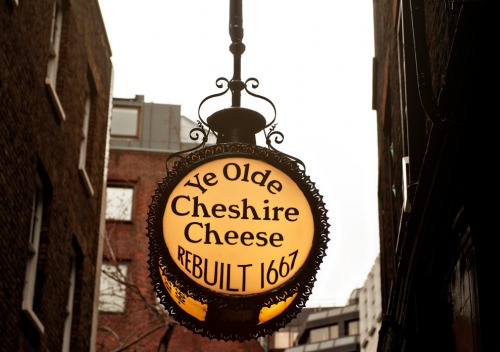Wayfinding and Typographic Signs - ye-olde-cheshire-cheese