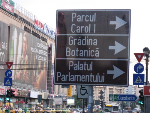 Wayfinding and Typographic Signs - union-square-signage