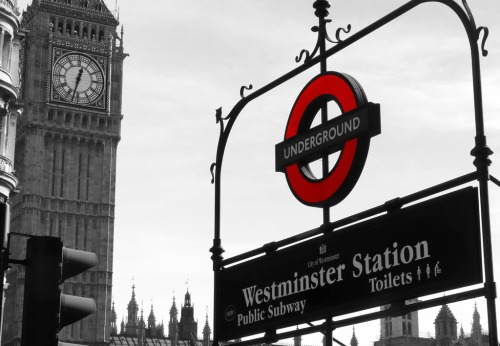 Wayfinding and Typographic Signs - westminster-underground