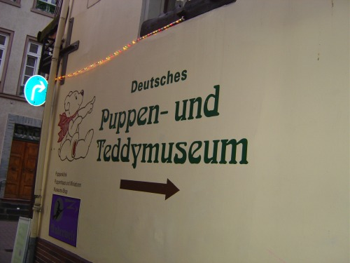 Wayfinding and Typographic Signs - teddybear-museum-sign