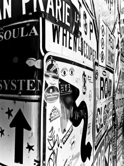 Wayfinding and Typographic Signs - signed-alleyway-bw