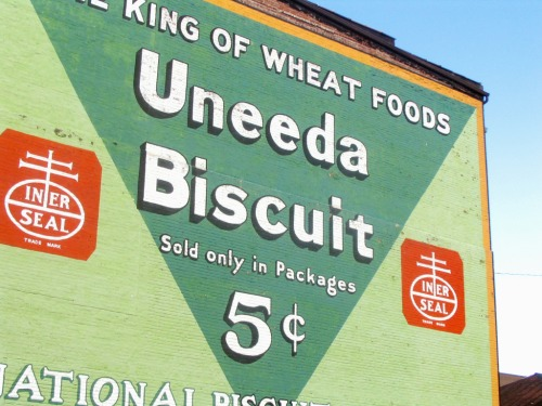 Wayfinding and Typographic Signs - uneeda-biscuit