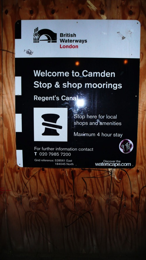 Wayfinding and Typographic Signs - sign-at-camden-dock