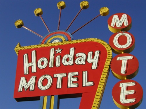 Wayfinding and Typographic Signs - holiday-motel