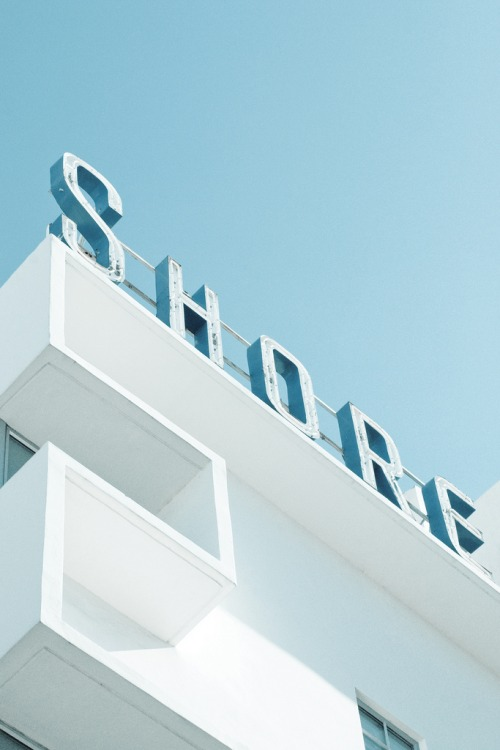 Wayfinding and Typographic Signs - art-deco-miami-beach-shore