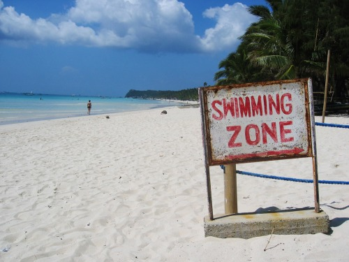 Wayfinding and Typographic Signs - swimming-zone