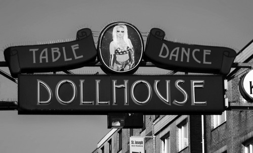 Wayfinding and Typographic Signs - dollhouse