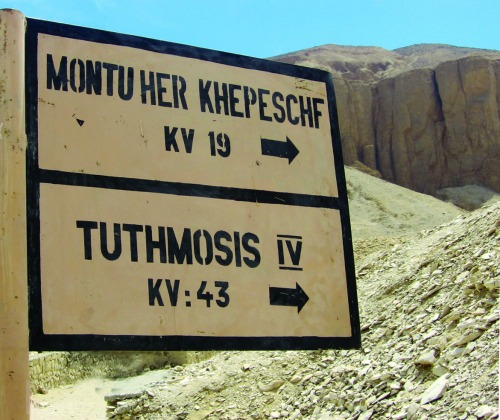 Wayfinding and Typographic Signs - valley-of-the-kings