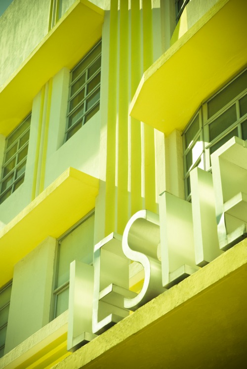 Wayfinding and Typographic Signs - art-deco-miami-beach--leslie