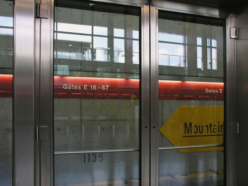 Wayfinding and Typographic Signs - signage-dock-e-zurich-2
